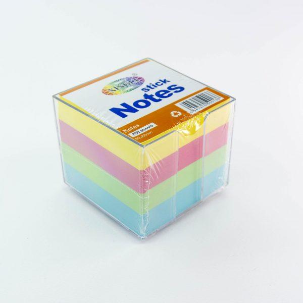 Цветно кубче 700 листа в пластмасова поставка